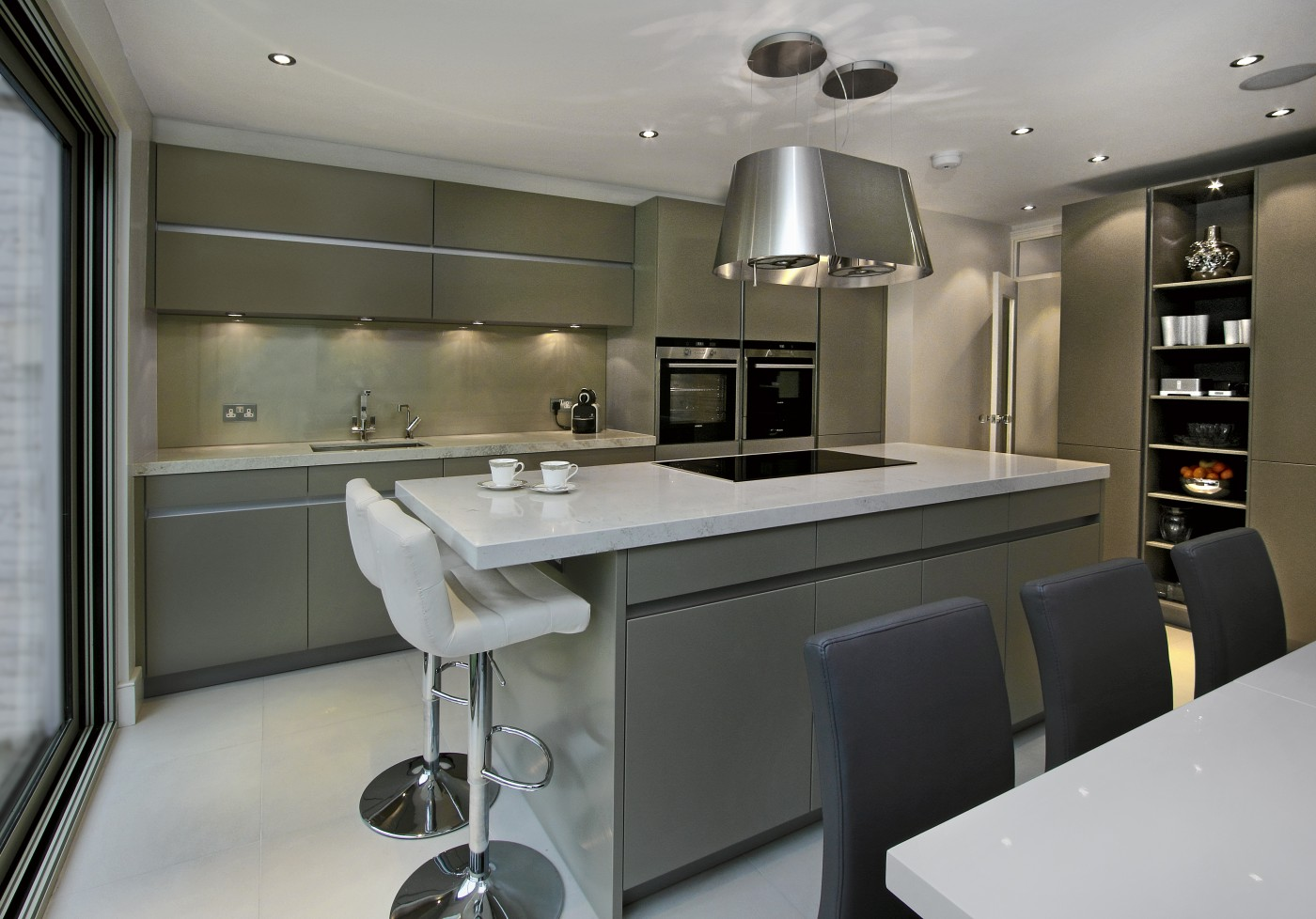 Leicht kitchens designer showroom fulham london elan for Kitchen pictures